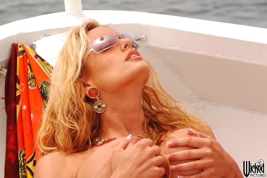 Wicked 'Island Girls Scene 13' starring Angel Cassidy (Photo 80)