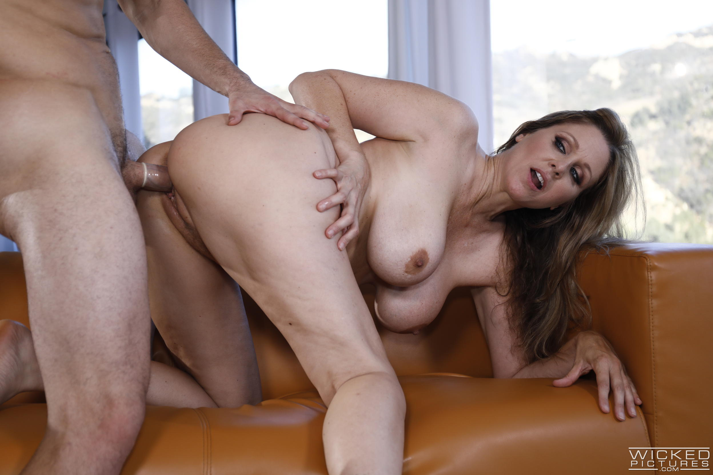 Fantasize sex with my girlfriends mom 6