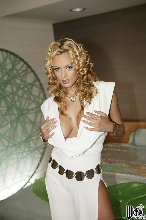 Wicked 'Spacenuts Scene 1' starring Stormy Daniels (Photo 3)