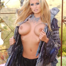 Stormy Daniels in 'Wicked' Spacenuts Scene 6 (Thumbnail 5)