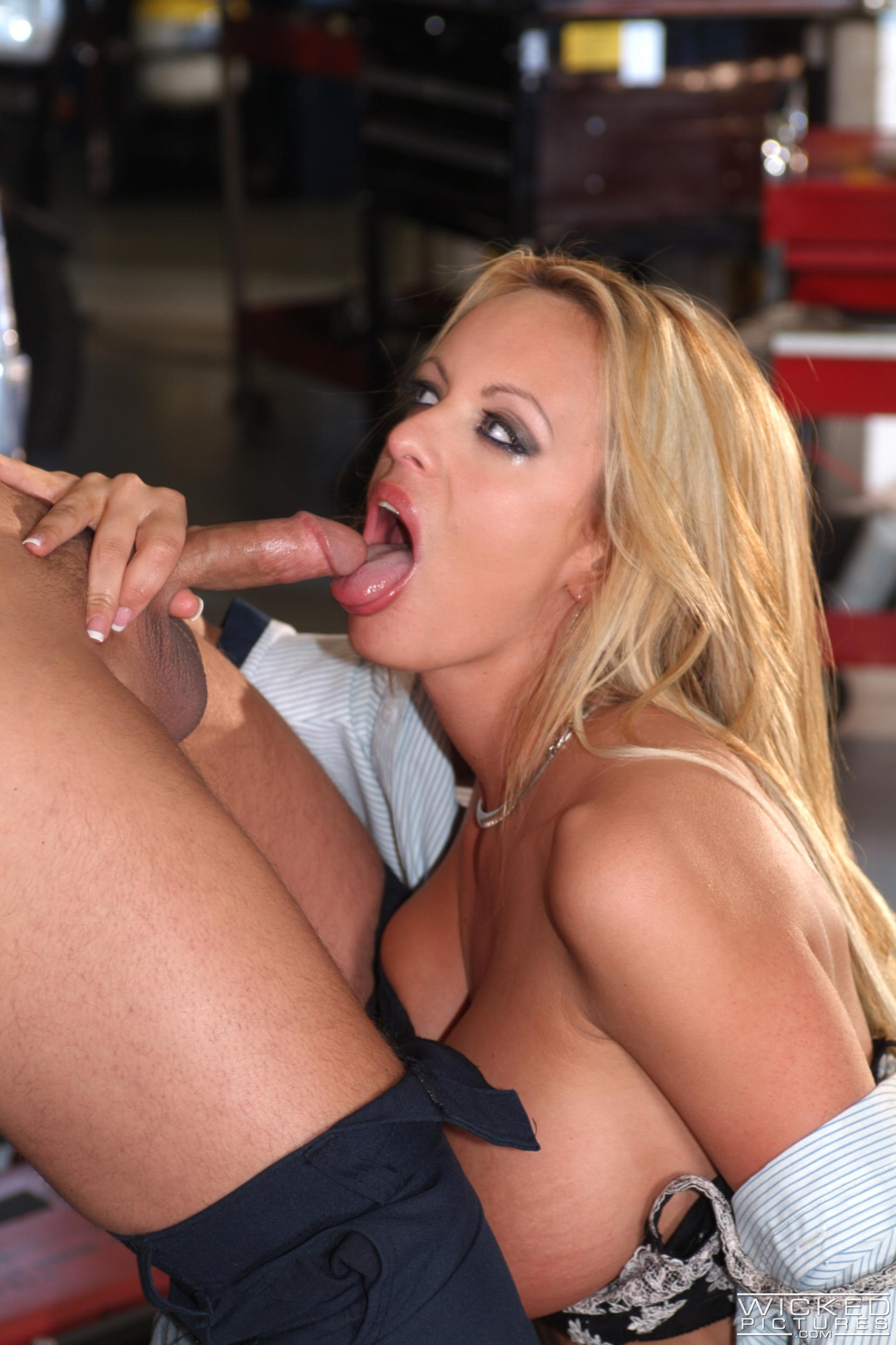 Wicked 'The Closer Scene 7' starring Stormy Daniels (Photo 36)