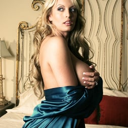 Stormy Daniels in 'Wicked' Watching Samantha Scene 1 (Thumbnail 3)